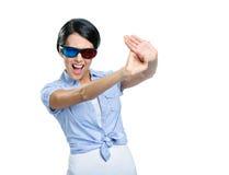 Einde gesturing meisje in 3D bril Stock Afbeeldingen