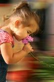 Einde om de Bloemen te ruiken Stock Foto's