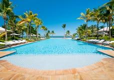 Eindeloos luxueus zwembad Stock Afbeelding