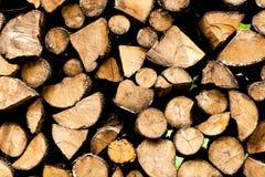 Einden van logboeken houten achtergrond toning Hout in de stapel - Beeld stock fotografie