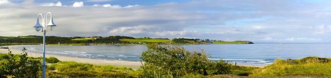 Eindeutiger sandiger Küstenstreifen nahe Stavanger, Norwegen Lizenzfreie Stockbilder