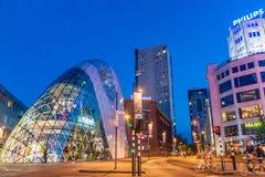 EINDHOVEN, NEDERLAND - AUGUSTUS 29, 2016: Moderne architectuur en Philips die Eindhove inbouwen royalty-vrije stock foto's