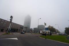EINDHOVEN NETHERLAND - OKTOBER 18, 2017: Eindhoven Cityscape i den dimmiga morgonen Fotografering för Bildbyråer