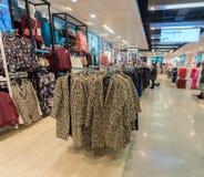 EINDHOVEN NETHERLAND - OKTOBER 17, 2017: Eindhoven Primark shoppar inre Netherland Royaltyfri Fotografi