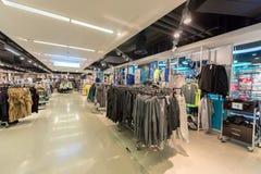 EINDHOVEN NETHERLAND - OKTOBER 17, 2017: Eindhoven Primark shoppar inre Netherland Arkivfoto