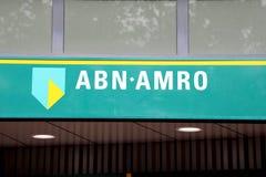 EINDHOVEN, PAÍSES BAJOS - 5 DE JUNIO DE 2018: Logotipo ABN AMRO de la marca imagen de archivo libre de regalías