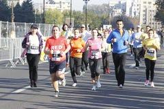Eindig bij marathon in Boekarest stock foto