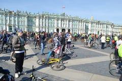 Eindig cirkelend op Paleisvierkant van St. Petersburg royalty-vrije stock afbeeldingen