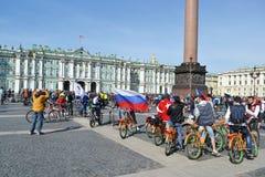 Eindig cirkelend op Paleisvierkant van St. Petersburg stock foto's