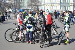 Eindig cirkelend op Paleisvierkant van St. Petersburg stock afbeeldingen