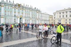 Eindig cirkelend op Paleisvierkant van St Petersburg royalty-vrije stock foto's