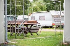 Eindrücke auf einem Campingplatz an einem sonnigen Tag stockfotografie