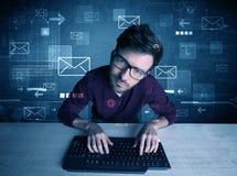 Eindringling, der E-Mail-Passwortkonzept zerhackt Lizenzfreies Stockbild