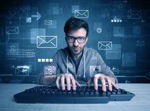 Eindringling, der E-Mail-Passwortkonzept zerhackt Stockfotografie
