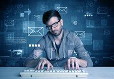 Eindringling, der E-Mail-Passwortkonzept zerhackt Stockbilder