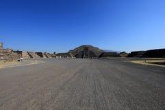 Eindrucksvolle Ansicht zur Pyramide des Mondes Stockfoto