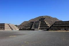Eindrucksvolle Ansicht zur Pyramide des Mondes Stockfotos