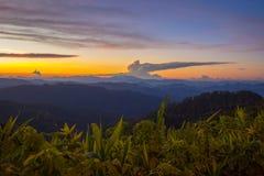 Eindrucksvolle Landschaft während des Sonnenuntergangs von Standpunkt Kiew Lom, Pang Mapa-Bezirke, Mae Hong Son, Nord-Thailand stockbilder