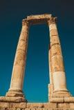 Eindrucksvolle Spalten mit Architrav Überreste Hercules Temple Alte Architektur Touristenattraktion Sightseeing-Tour Berühmt hall Lizenzfreie Stockfotos