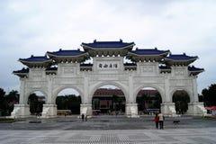 Eindrucksvoller Haupttor zu Chiang Kai-Shek Memorial Square, Taipeh Lizenzfreie Stockbilder