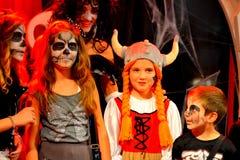 Eindrucksvolles Halloween-Parteikindermake-up Stockfoto