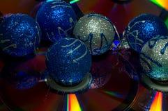 Eine Abbildung einer blauen Blumenverzierung mit Schatten Stockbild
