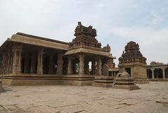 Eine allgemeine Ansicht des Krishna Temple-Komplexes, Hampi, Karnataka Heilige Mitte Ansicht vom Südosten lizenzfreies stockbild