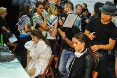 Eine allgemeine Atmosphärenbühne hinter dem vorhang während der Byblos-Show als Teil von Milan Fashion Week Stockfotos