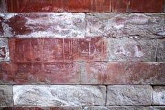 Eine alte Backsteinmauer Der Hintergrund wird von den Ziegelsteinen gemacht Muster der Struktur einer Backsteinmauer mit Maurerar Lizenzfreies Stockbild