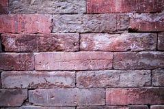 Eine alte Backsteinmauer Der Hintergrund wird von den Ziegelsteinen gemacht Muster der Struktur einer Backsteinmauer mit Maurerar Stockfoto