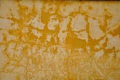 Eine alte Betonmauer in der orange Farbe Stockbild