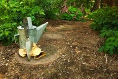 Eine alte Bewässerungs-Dose mit Trowl Lizenzfreies Stockbild