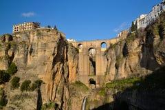 Eine alte Brücke, Ronda mit Sonne Lizenzfreie Stockfotos