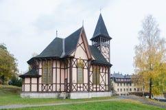 Eine alte deutsche Artkirche von den Bergen stockbilder