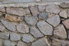 Eine alte Festungswand hergestellt vom Stein Eine alte Festungswand hergestellt von den Granitsteinen Lizenzfreie Stockbilder