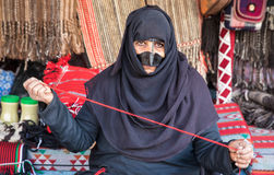 Eine alte Frau von Oman auf einem Markt Lizenzfreies Stockbild