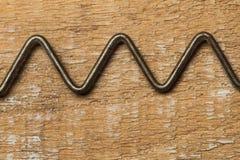 Eine alte h?lzerne Beschaffenheit mit rostigem Metall lizenzfreies stockbild