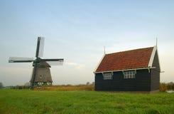 Eine alte holländische Windmühle Lizenzfreies Stockfoto