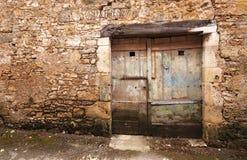 Eine alte Holztür Stockfotos
