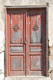 Eine alte Holztür geschlossen auf einem Vorhängeschloß Lizenzfreies Stockbild