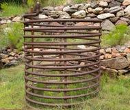 Eine alte Kühlspirale in der Wildnis Stockfoto
