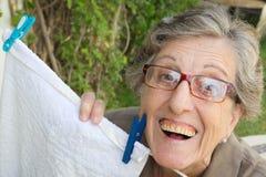 Eine alte lächelnde Frau Lizenzfreie Stockfotos
