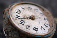 Eine alte mechanische Borduhr Lizenzfreies Stockfoto