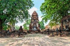 Eine alte Ruine der Statue Buddha und der Pagode in historischem Park O Lizenzfreies Stockfoto