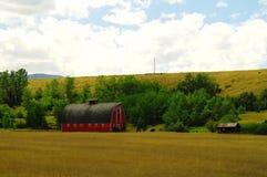 Eine alte Scheune im Land stockbilder