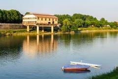 Eine alte Seeflugzeugbasis auf dem Ufer von Fluss Tessin Stockfoto