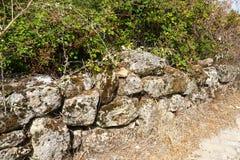 Eine alte Steinwand stockfotos