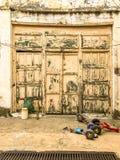 Eine alte alte Tür Stockbild