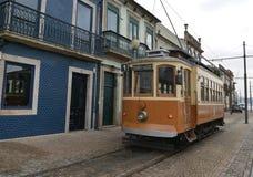 Eine alte Tram in Porto Lizenzfreie Stockfotos