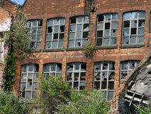 Eine alte veraltete Mühle Stockbilder